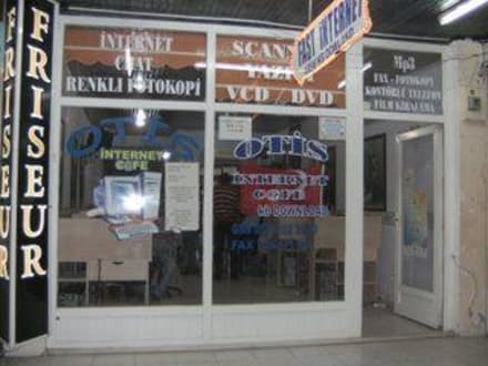 Otis Internet Cafe - Friseur & Internet Otis