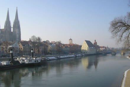 Winterliche Stadtansicht von Regensburg - Dom St. Peter
