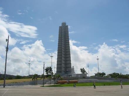Regierung - Platz der Revolution