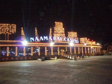 Casino bei Nacht - Einkaufen & Shopping