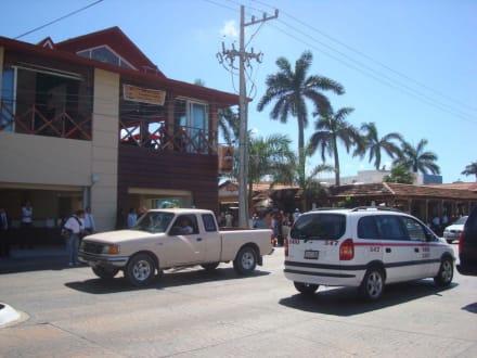 Strasse direkt vor der Fähranlegestelle - Isla Cozumel
