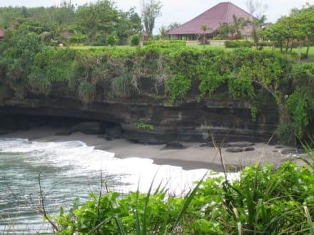 Eine Bucht beim Tempel Tanah Lot. - Tempel Tanah Lot