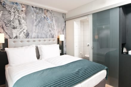 King Size Bett - Hotel Holiday Inn Berlin Alexanderplatz