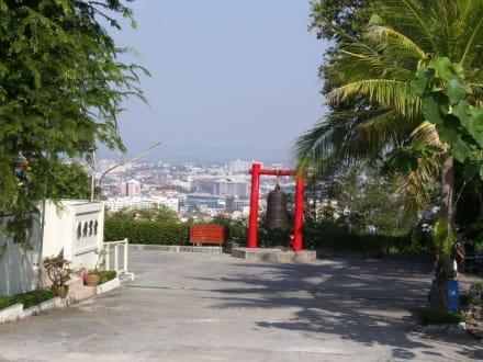 Weg zum Hügel - Big Buddha