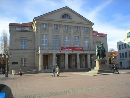 Theater/Goethe-Schiller-Denkmal - Stadtführung Weimar