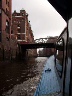 Fleet in der Speicherstadt - Hafenrundfahrt Hamburg