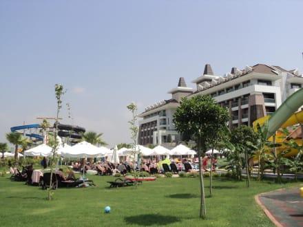Grünanlage - Hotel Sherwood Dreams Resort