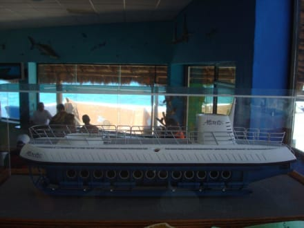 Modell vom U-Boot im Atlantis-Office - U-Boot Tour Atlantis Isla Cozumel