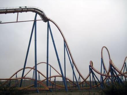 Superman Achterbahn - Parque Warner