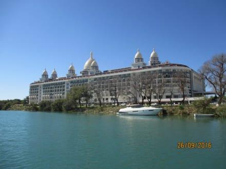 Eins von vielen Hotel am Fluß - Flussfahrt Manavgat