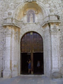 Haupteingang - Kathedrale Santa Maria