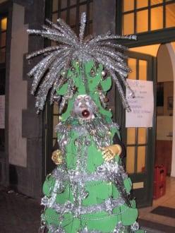 weihnachtsbaum karneval k ln bild karneval in k ln. Black Bedroom Furniture Sets. Home Design Ideas