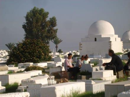 Andacht auf dem Friedhof - Mausoleum Bourguiba