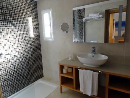 bad mit dusche glast r hotel barcel castillo beach resort. Black Bedroom Furniture Sets. Home Design Ideas
