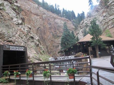 Eingang zum Seven Falls Fahrstuhl - Seven Falls