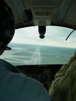 Landeanflug auf den Hamburger Flughafen - Hamburg Rundflug
