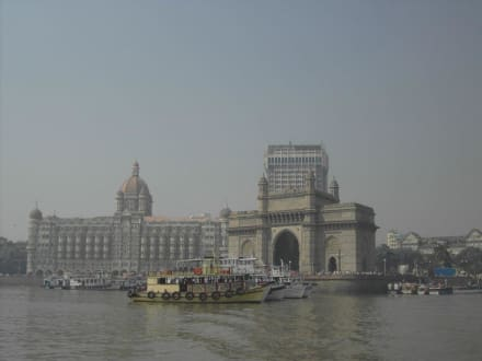 Gateway of India mit Taj Mahal Hotel - Gateway of India