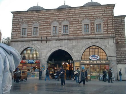 Istanbul, Ägyptischer Basar, Haupteingang - Gewürzbasar / Ägyptischer Basar