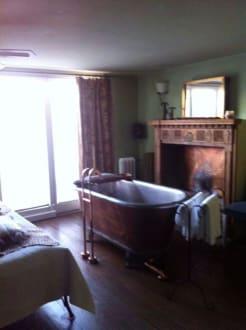 die kupferbadewanne bild hotel der zauberlehrling in stuttgart baden w rttemberg deutschland. Black Bedroom Furniture Sets. Home Design Ideas