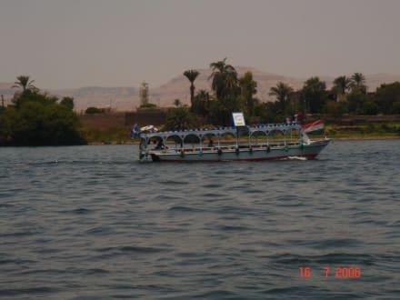 Nil überqueren mit einen kleinen Fähre - Bootstour auf dem Nil