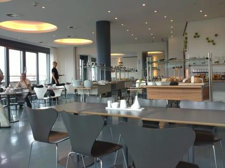 fr hst cksraum sonntag 11 uhr bild ku 39 damm 101 design hotel in berlin charlottenburg. Black Bedroom Furniture Sets. Home Design Ideas