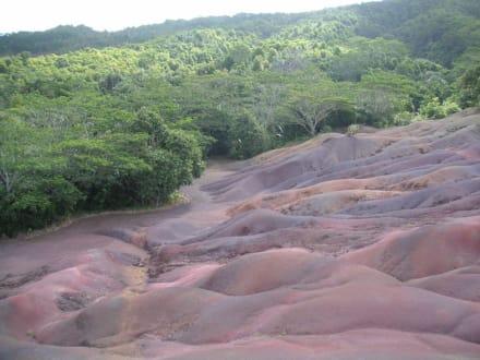 Die siebenfarbige Erde - Siebenfarbige Erde / Terres des Sept Couleurs / Seven Coloured Earths