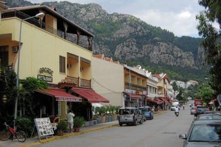 Hauptstrasse in Turunc - Einkaufen & Shopping