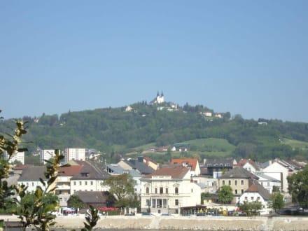 Blick von Linz zum Pöstlingberg - Altstadt Linz