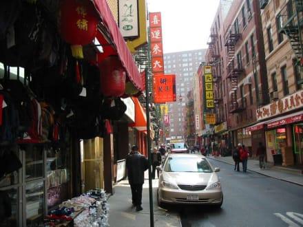 Eine Straße in Chinatown - Chinatown New York