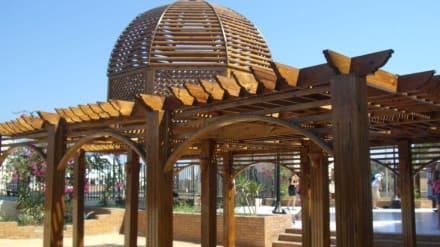 Holzdekoration  an der Moschee - Aldahaar Moschee