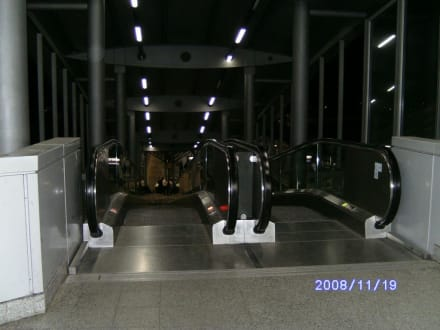 Rollband zum Gleis - Flughafen Düsseldorf (DUS)