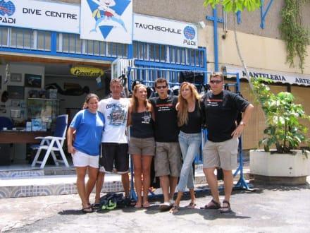 Das freundliche Tauchteam von Ocean Trek - Tauchbasis Ocean Trek Playa de las Americas