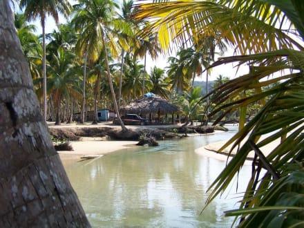 Strandbar an der Playa Cozon - Playa Cozón