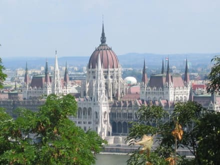 Blick vom Burgberg auf das Parlament - Parlament