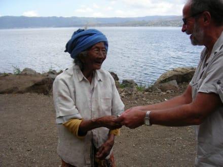 Eine kleine Spende - Batur See
