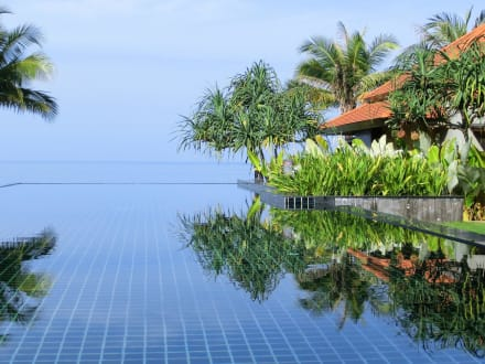 Infinity-Pool - Hotel Chong Fah Beach Resort