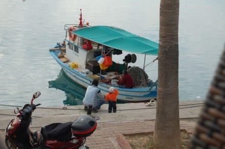 Fischer vom Angeln im Hafen - Hafen Side