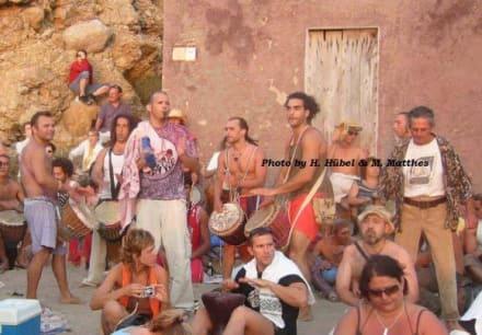 Trommlersession an der Cala de Benirràs - Trommlersession