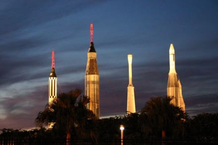 Raketenpark in der Abenddämmerung - Kennedy Space Center