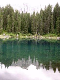Karrersee mit Spiegelbild des Latemar - Karrersee