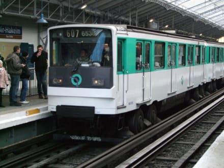 Eine Metro auf Rädern - Transport