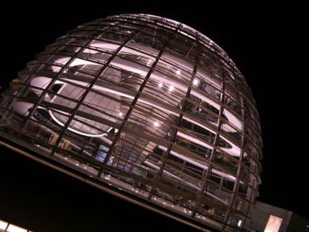 Die Kuppel des Bundestages bei Nacht - Bundestag / Reichstag