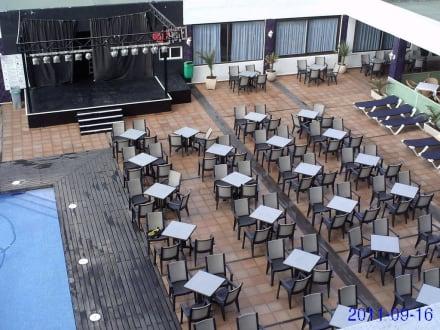 Sitzgelegenheiten beim Pool - Ushuaia Ibiza Beach Hotel - The Tower / The Club