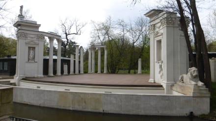 Im Łazienki-Park: Theater auf der Insel - Lazienki Park / Park der Bäder