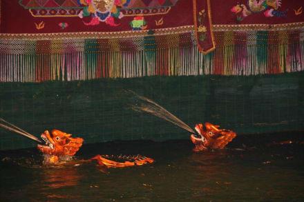Wasserspeiende Drachen - Wasserpuppentheater