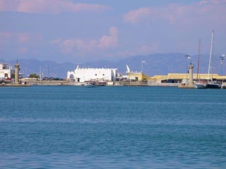 Hafeneinfahrt von Rhodos-Stadt - Yachthafen Mandraki