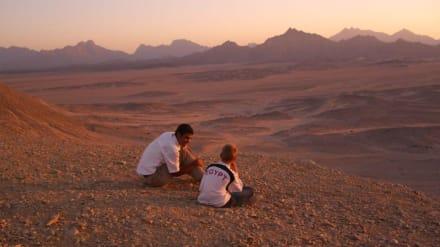 Warten auf Sonnenuntergang in der Wüste - Wüste
