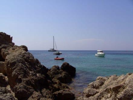 Boote in der Cala C. - Strand Cala Codolar
