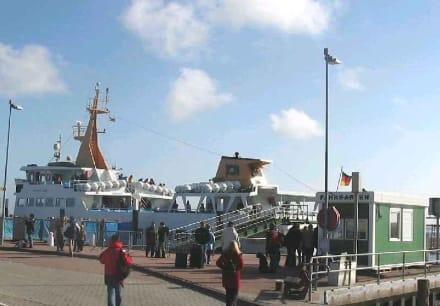 Fähre in Nessmersiel - Hafen Nessmersiel