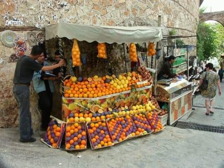 Auf dem Weg zum Hafen in Antalya - Bazar